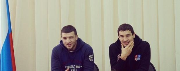 Саратовский боксер Чеботарев преподал урок спорта в гимназии №89