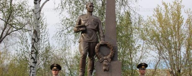 На Воскресенском кладбище в Саратове открыли монумент «Воину-освободителю»