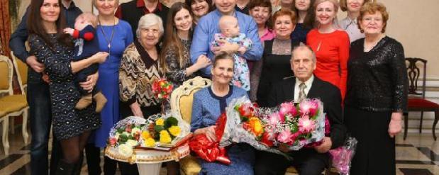 """Супруги из Саратова отметили """"бриллиантовую"""" годовщину свадьбы"""