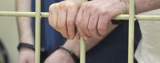 Полицейского из Саратова на 12 месяцев отправили в колонию за избиение человека